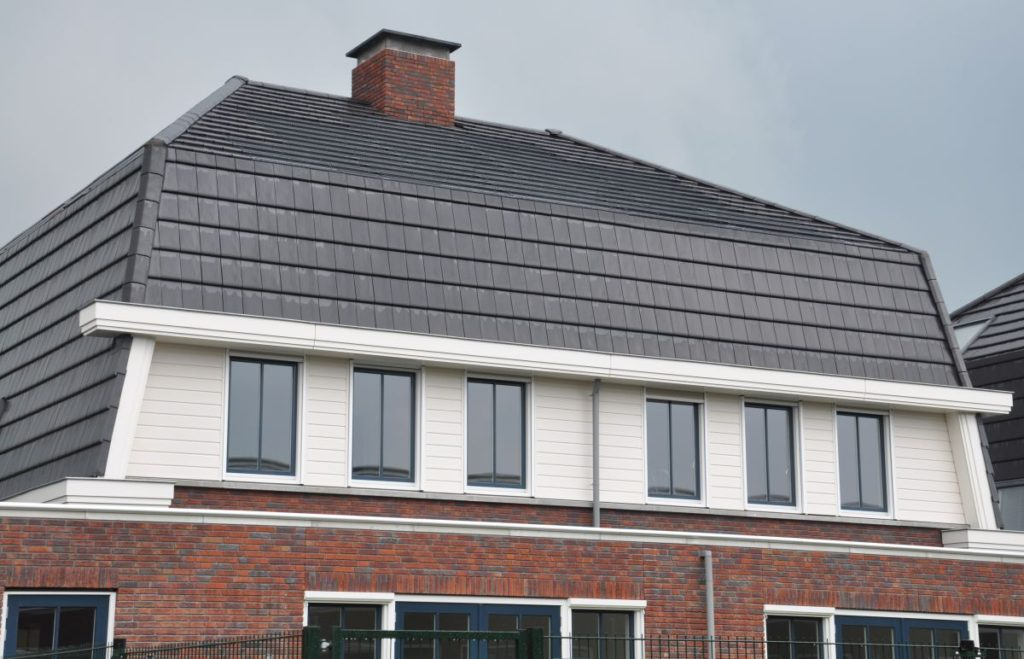active-house-the-roof-with-solar-panels